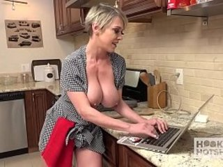 Slutty Housewife Gets Fucked Wide The Aggravation at the end of one's tether Lucky Guy She Met Online