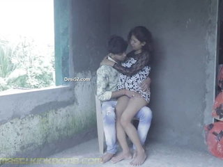 DESI SNEHA & RAJ Smooching N SUCKING outdoor