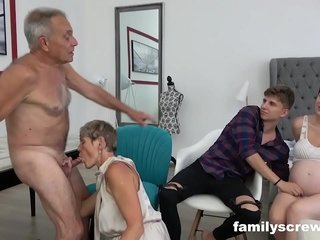 Prego Maid watching Family Nail